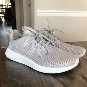 Women's grey Under armour shoes perfect condition